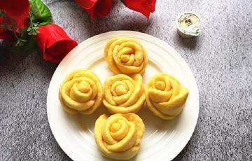 Bánh khoai lang hấp hình hoa hồng