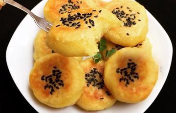 Bánh khoai lang phủ mè