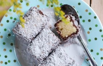 Bánh lamington ngọt béo