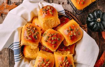 Bánh mì bí đỏ thơm ngon