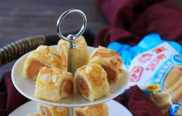 Bánh mì cuộn xúc xích bơ đậu