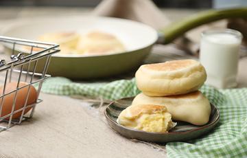 Bánh mì nhân custard trứng muối