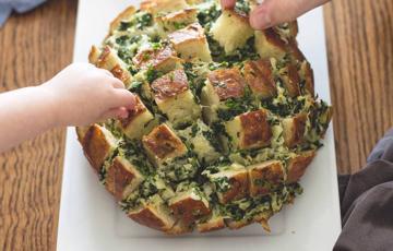 Bánh mì nướng cải bó xôi và phô mai