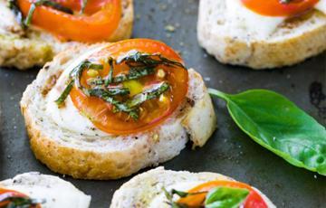 Bánh mì nướng phô mai cà chua