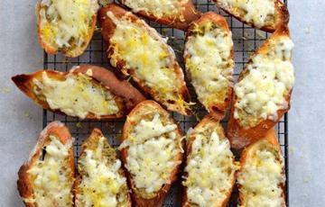 Bánh mì nướng phô mai vỏ chanh