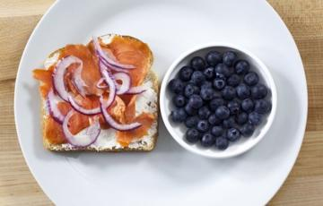 Bánh mì sandwich cá hồi xông khói