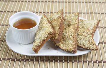 Bánh mì sandwich chiên mè