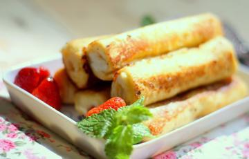 Bánh mì sandwich cuộn mứt dâu tây - Strawberry Jam French Toast Roll Ups
