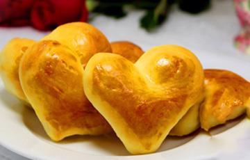 Bánh mì sữa tươi hình trái tim