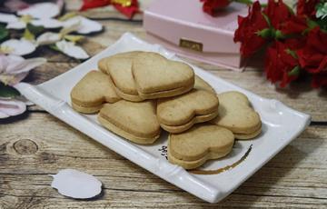 Bánh quy trái tim ngọt béo