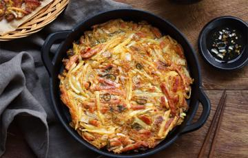 Bánh xèo kimchi thịt nguội kiểu Hàn