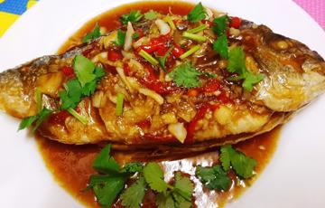 Cá chiên sốt tỏi kiểu Thái