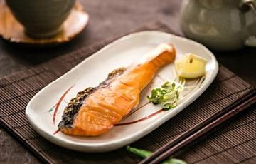 Cá hồi muối nướng
