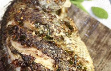 Cá rô phi chiên sả và lá chanh
