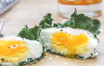Cải xoăn nướng trứng