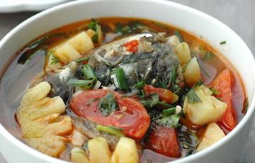Canh cá nấu thơm