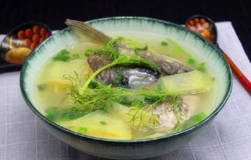 Canh cá nấu vỏ dưa hấu