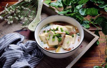 Canh gà nấu đậu hũ nấm hương