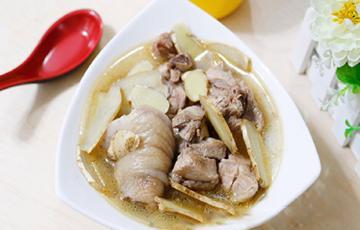 Canh gà nấu dầu mè bổ dưỡng