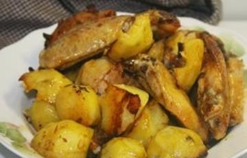 Cánh gà nướng khoai tây