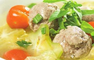 Canh khế chua nấu thịt bò
