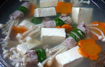 Canh thịt bò cuộn nấm kim châm