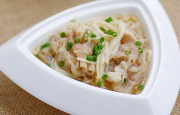 Canh thịt nấu nấm