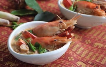 Canh Tom Yum chua cay chuẩn Thái