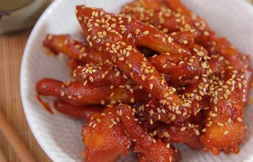 Chân gà sốt chua cay mặn ngọt kiểu Hàn