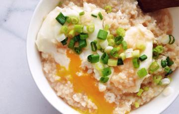Cơm nấu trứng chần