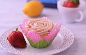 Cupcake dâu tây chanh