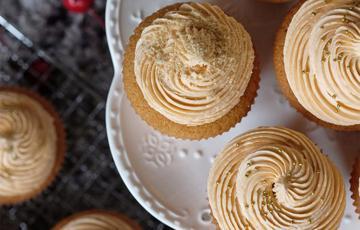 Cupcake trà Thái đỏ