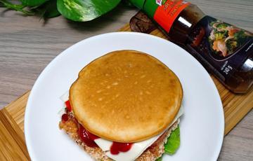 Hamburger gà bằng bánh rán