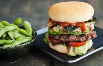 Hamburger thịt bò cá ngừ