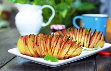 Khoai tây kẹp thịt xông khói