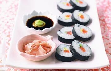 Kimbap cuộn cá hồi