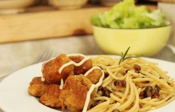 Mì Ý xào nấm gà viên chiên hương thảo