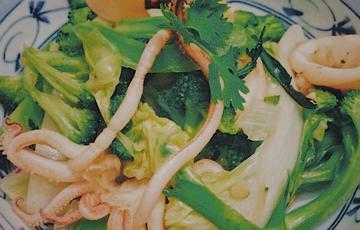 Mực xào bông cải xanh