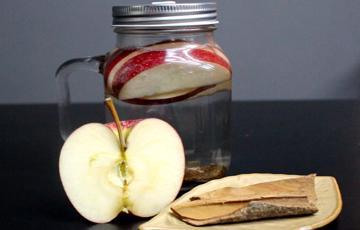 Nước detox từ táo và quế