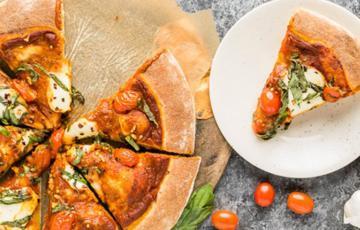 Pizza cà chua phô mai