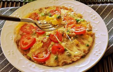 Pizza cơm nguội rau củ phô mai