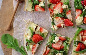 Pizza dâu tây phô mai