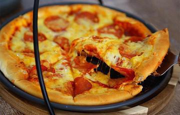 Pizza xúc xích phô mai