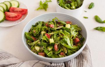 Salad bơ rau cải