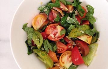 Salad cà chua húng quế tỏi