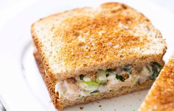 Salad cá ngừ rau củ