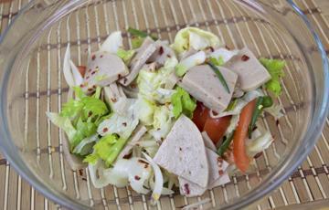 Salad chả lụa trộn cần tây