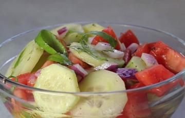 Salad dưa leo trộn cà chua