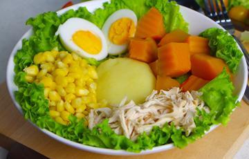 Salad gà xé khoai nghiền