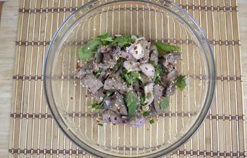 Salad gan trộn cay kiểu Thái